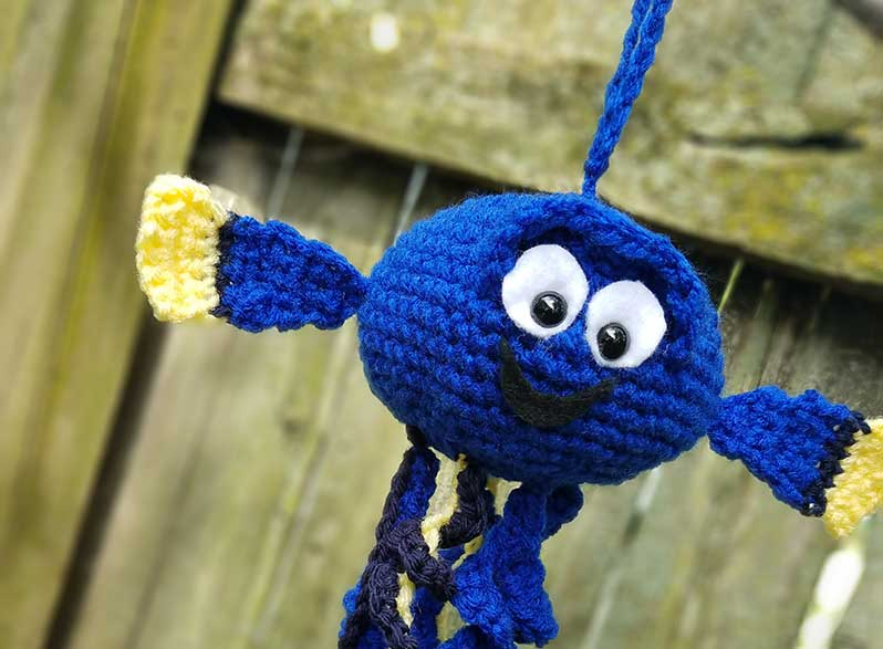 Do you love Dory?  Crochet this free Dory Jellyfish Mod!